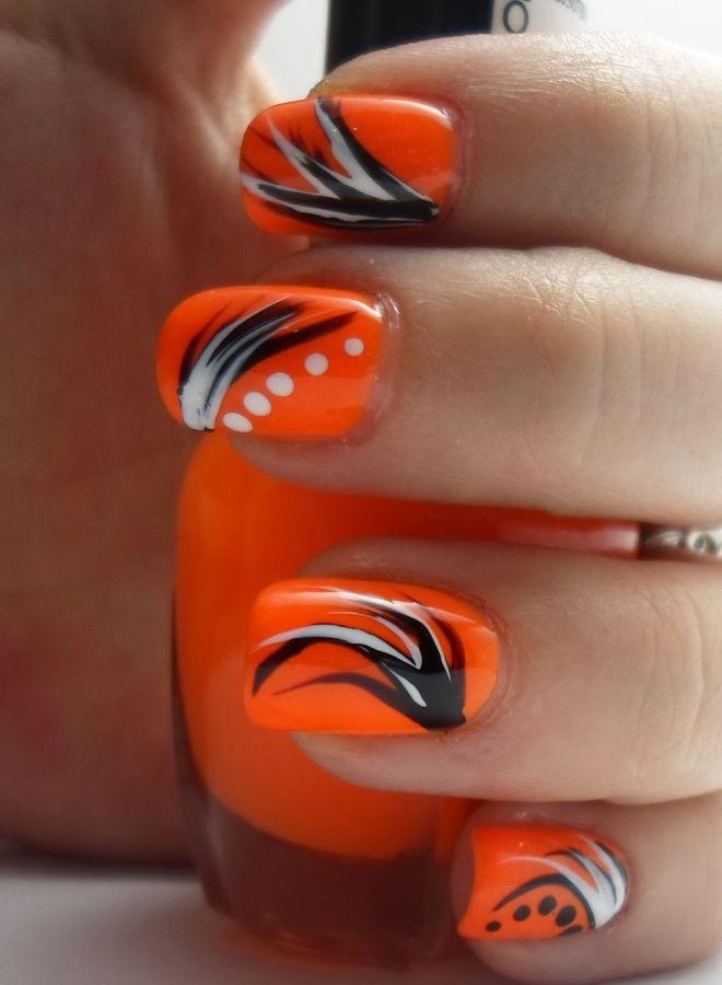 Manicura naranja brillante dos