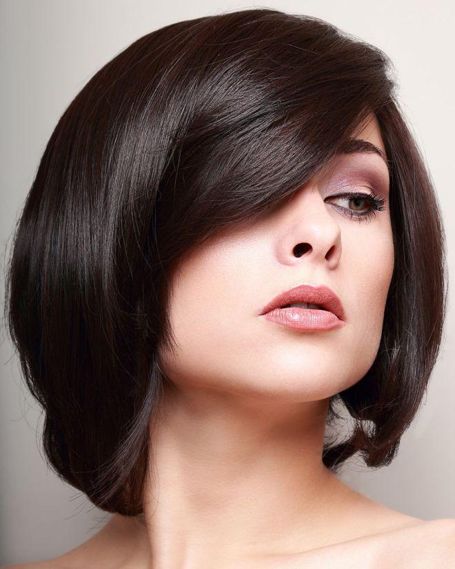 Orta uzunluğunda iki incə saç üçün saç düzümü