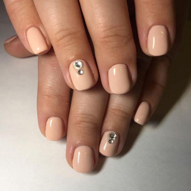 Маникюр нюд на короткие ногти четыре
