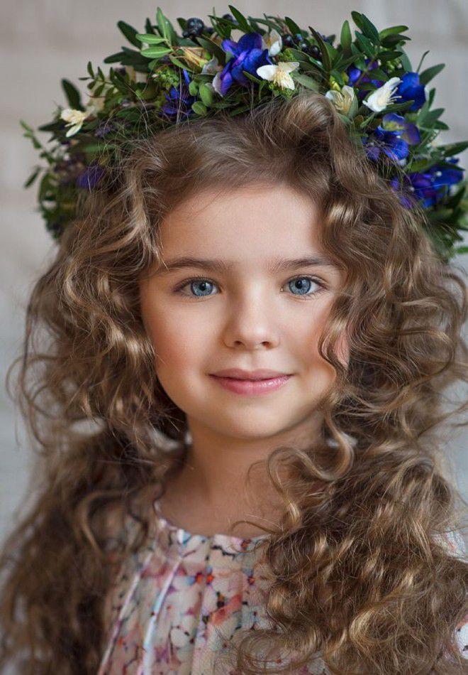 Детская прическа с цветами два