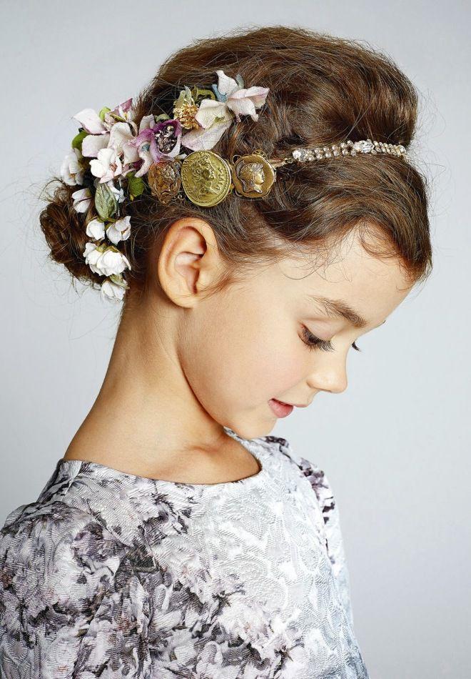 Детская прическа с цветами шесть