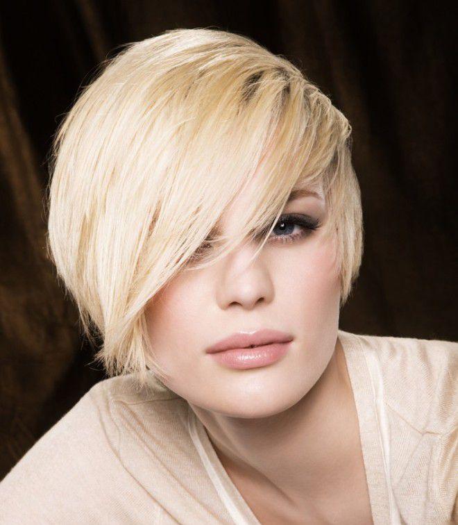 короткое каре с косой челкой блондинка