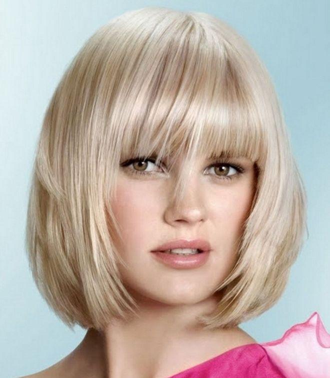 градуированное каре с челкой на короткие волосы блондинка
