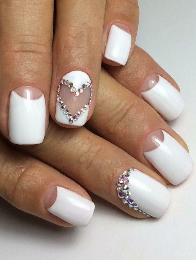 manicura blanca delicada corazon
