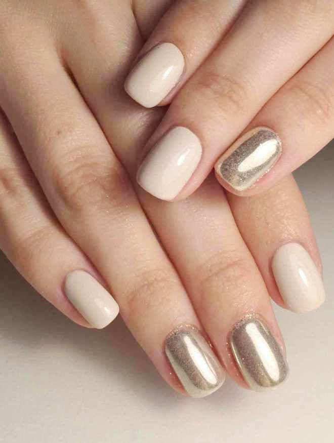 espejo delicado manicura beige