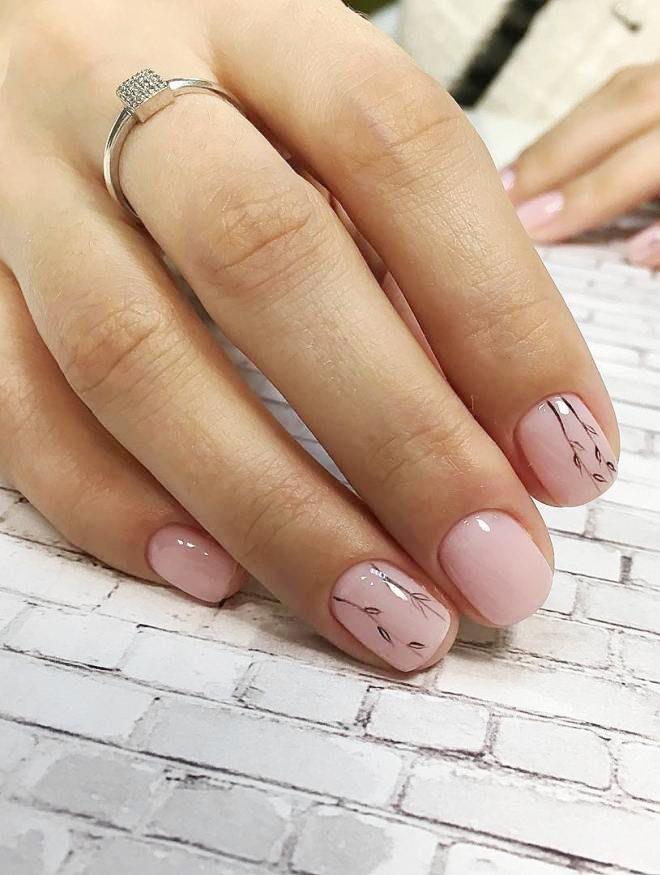 manicura suavemente rosa minimalismo