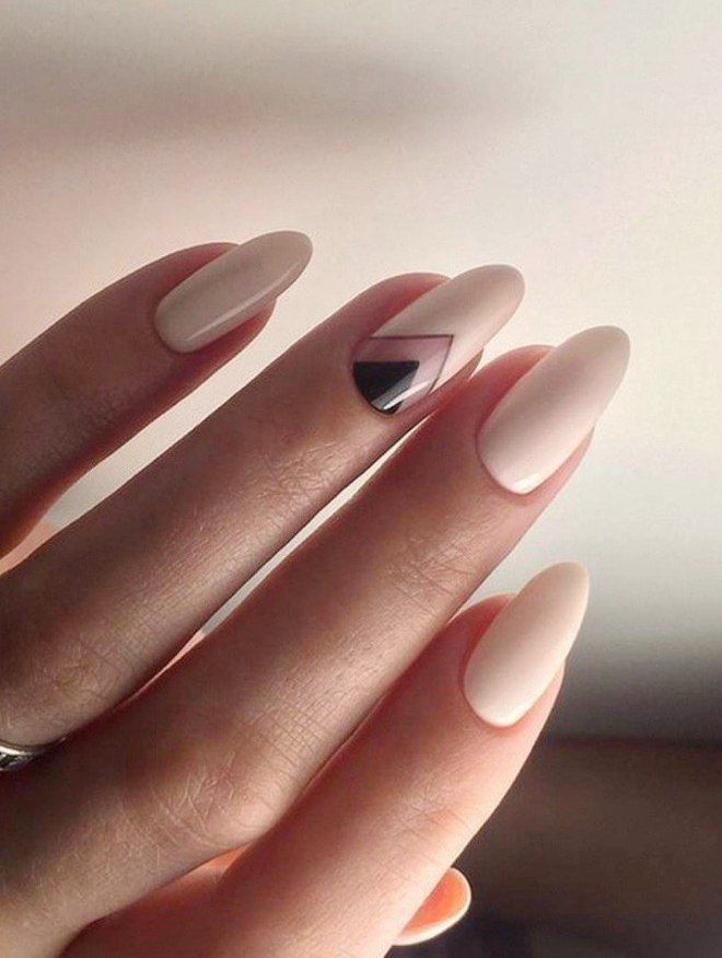 manicura suave en uñas largas chevron