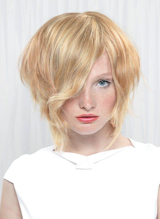 Прически на бок на короткие волосы раз