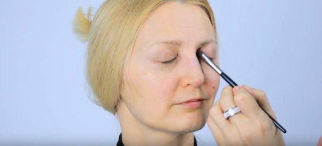 Омолаживающий макияж глаз раз