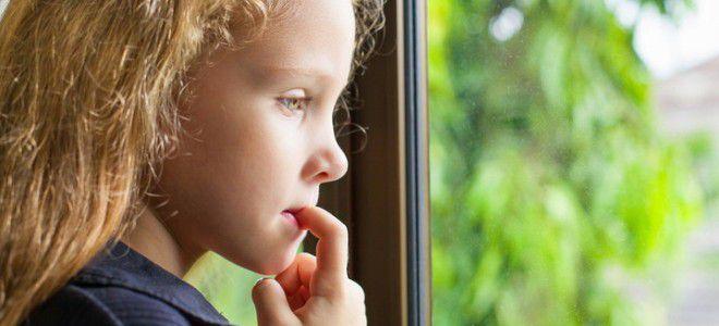 Ребенок грызет ногти – причины