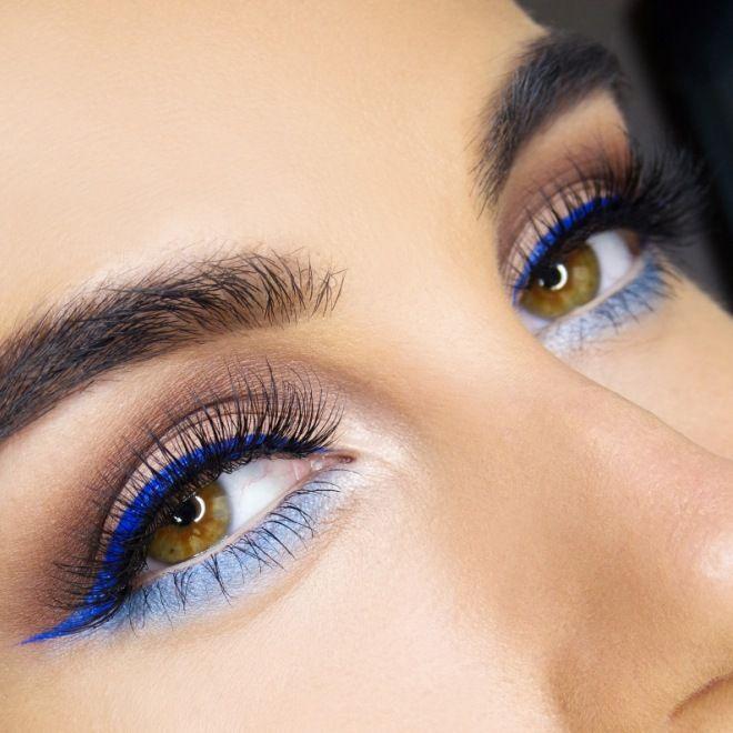Макияж для карих зеленым пигментом глаз