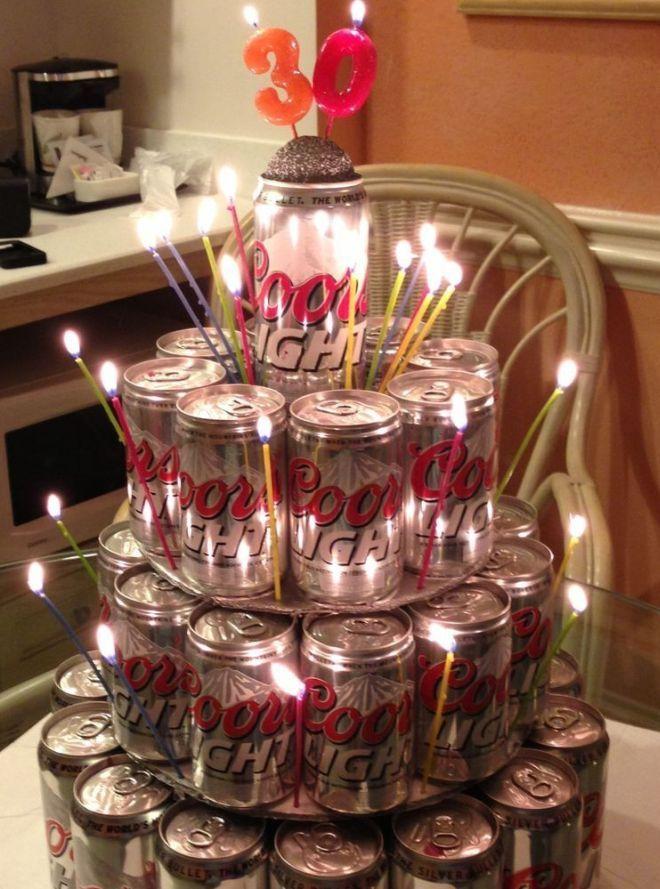 баночный торт все ярусы которого украшены тонкими свечками