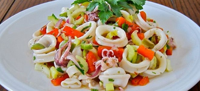 простой и вкусный салат из кальмаров