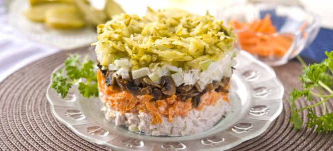 салат обжорка с курицей и грибами