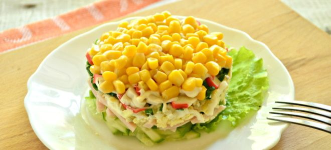 слоеный салат с крабовыми палочками и кукурузой