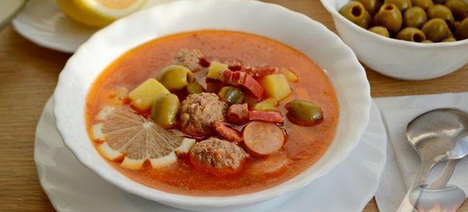 суп солянка с фрикадельками