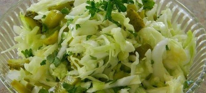 салат с капустой и соленым огурцом