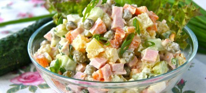 зимний салат со свежим огурцом и колбасой