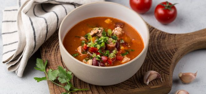 суп с вермишелью овощами и копченостями