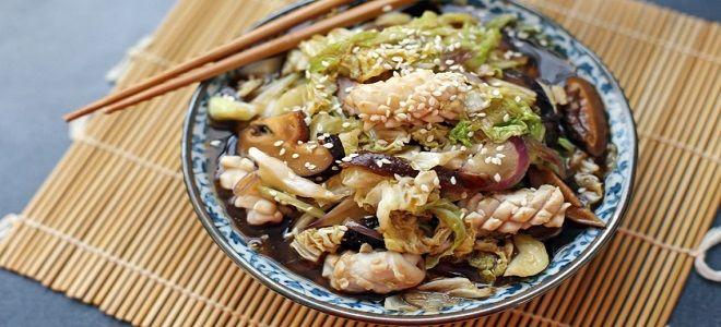 салат с пекинской капустой и кальмарами
