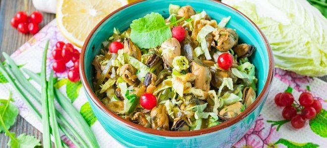 салат с яичными блинчиками и пекинской капустой
