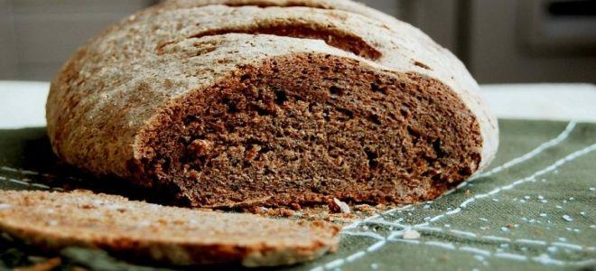 черный цельнозерновой хлеб