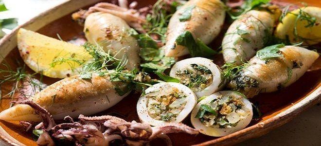кальмары фаршированные грибами в сливочном соусе