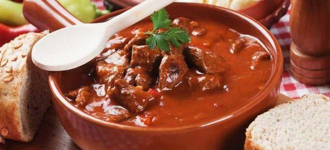 гуляш из говядины в томатном соусе