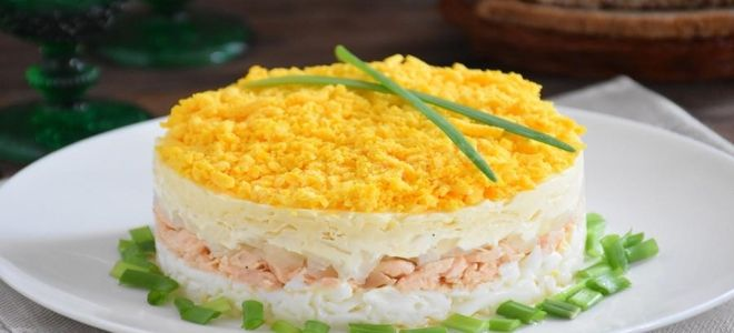 салат мимоза с сайрой и сливочным маслом