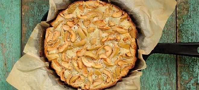 шарлотка с яблоками на сковороде в духовке