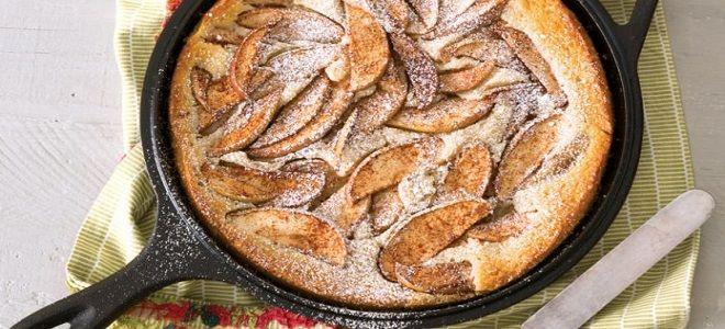 шарлотка на кефире на сковороде с яблоками