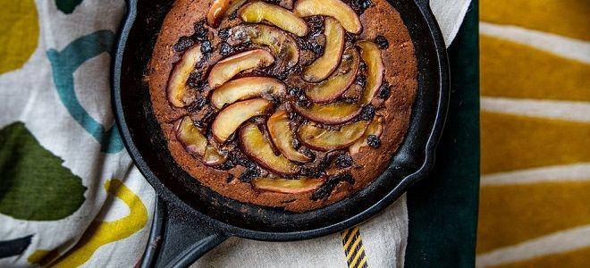 пп шарлотка на сковороде с яблоками