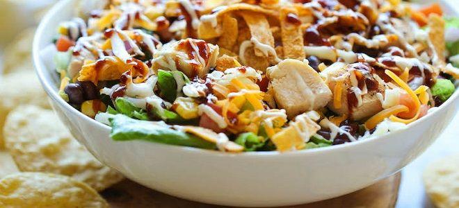 салат с копченой куриной грудкой и фасолью