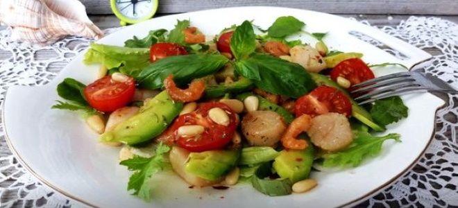 салат с креветками авокадо и кедровыми орешками