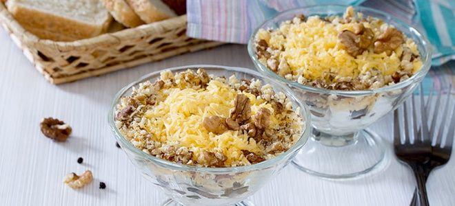 вкусный салат с грецкими орехами и курицей