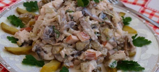 вкусный салат с курицей и грибами