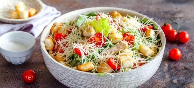 вкусный салат цезарь с курицей