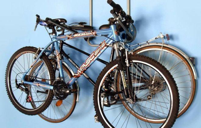 крепление для двух велосипедов на стену