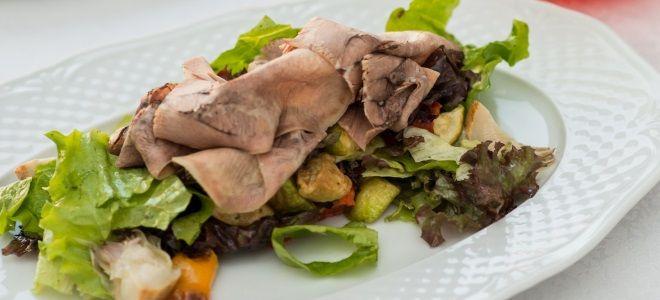 теплый салат с говяжьим языком