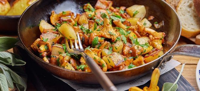 лисички с картошкой на сковороде