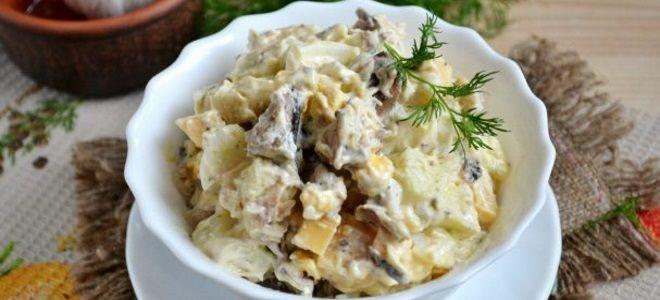 рыбный салат со шпротами