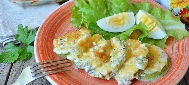 тушеные кабачки в сметане с яйцом