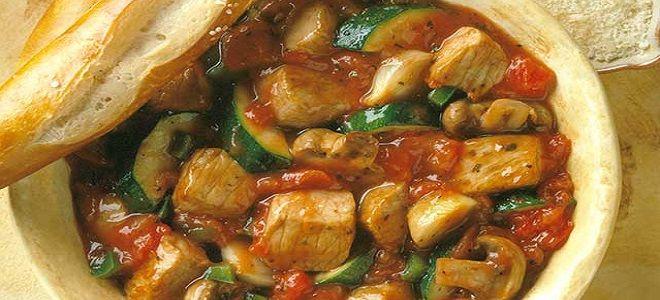 овощное рагу с кабачками и свининой