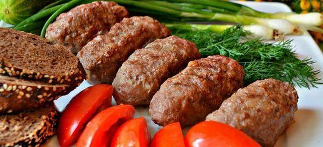 мясные колбаски из фарша