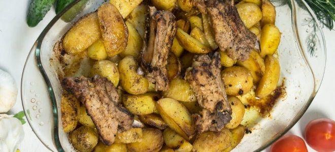 свиные ребра с молодой картошкой