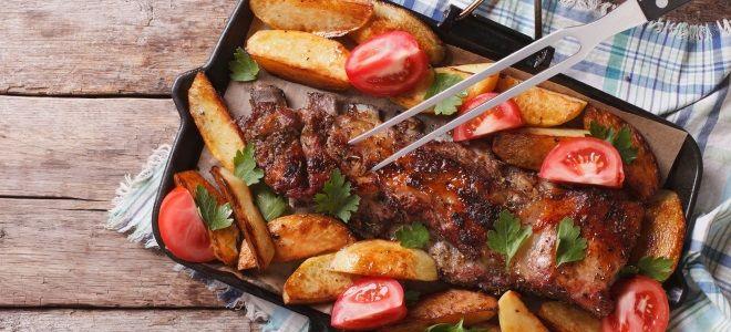 острые свиные ребра с картошкой