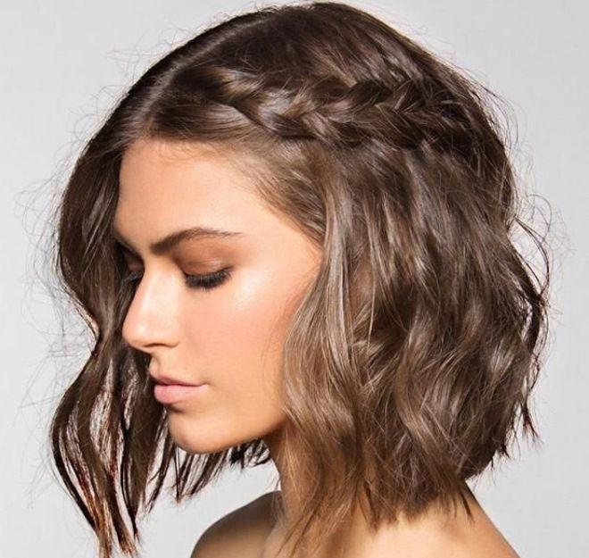 прически с кудрями на средние вьющиеся волосы