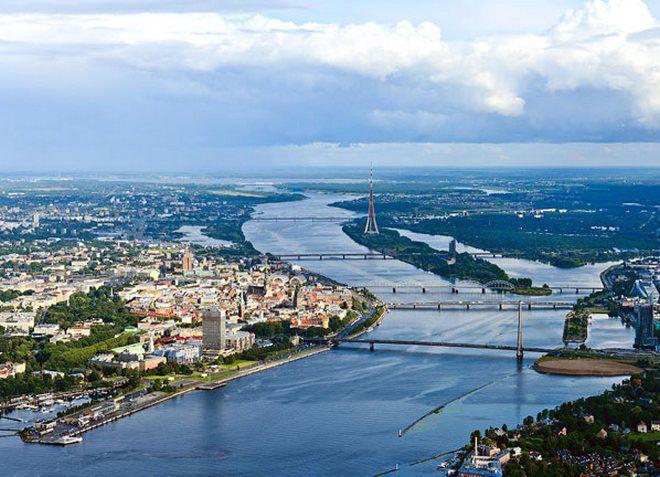 Даугава - река, разделяющая Ригу на две части