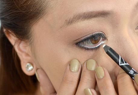 как красить карандашом глаза фото