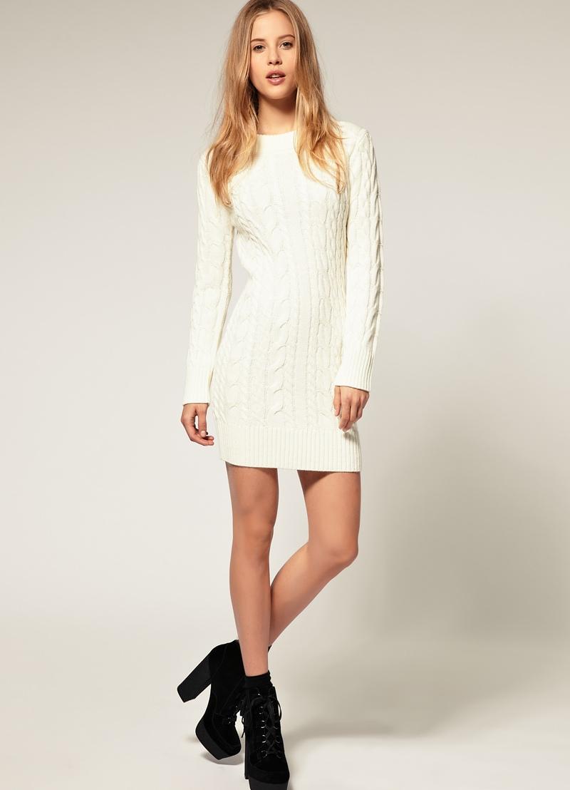 Женщина в белом платье и чулках — pic 2